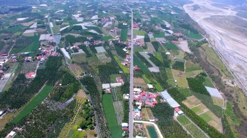 高樹地區農田、舊寮圳及荖濃溪俯瞰