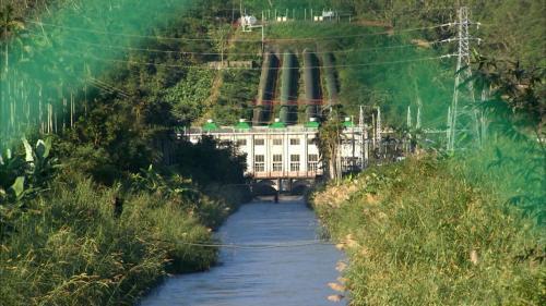 天埤電廠與其尾水所形成的電火溪(安農溪)