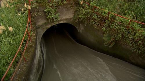 圓山電廠沉砂池出口至前池間,以馬蹄形重力隧道連接,長4,560公尺,高4.1尺,寬 3.57公尺。