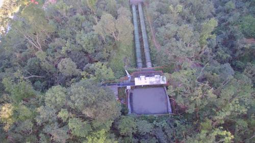 前池長11公尺,寬10.6公尺,深5.4公尺。