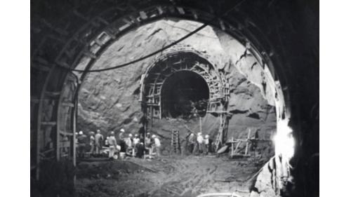 1968年曾文水庫 導水隧道上半部打通校對中心線檢測