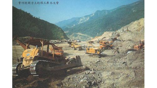 曾文水庫:大壩開挖填方作業