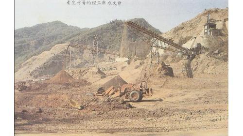 壩材料主要來源有四:溢洪道開挖、壩基開挖、河床材料(借土區)及來自谷關的大石材。