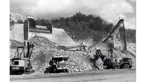 曾文水庫:大壩材料裝車作業