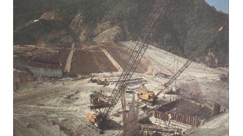 曾文水庫:溢洪道基礎混凝土澆置
