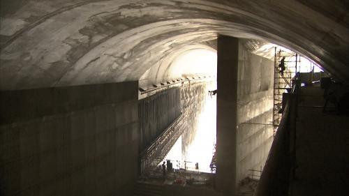 曾文水庫防淤隧道山體內消能池的中間柱工法