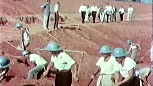 榮工處榮民們興建石門水庫周邊渠道施工中