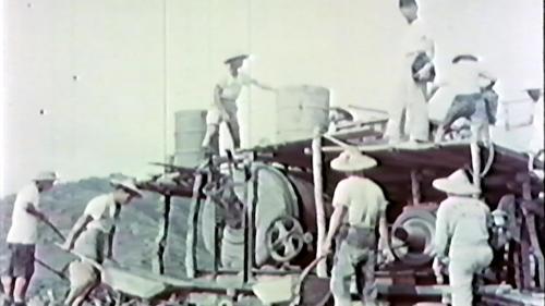 榮工處承辦大武漁港工程使用當時最先進的混凝土撓拌機