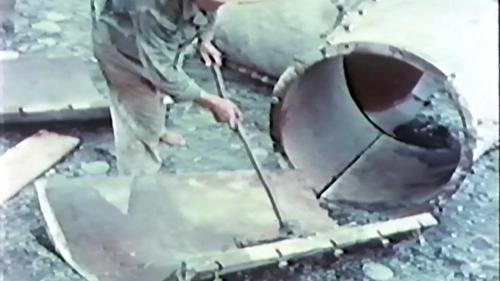 榮工處承辦大武漁港工程 榮民們正在清洗清理菱形消波塊鋼模