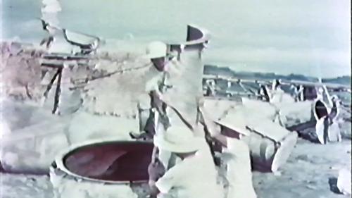 榮工處承辦大武漁港工程 榮民們正在為菱形消波塊鋼模裝模