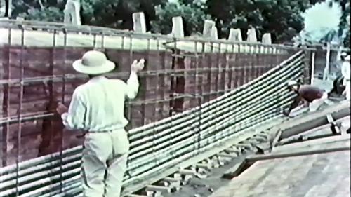 榮工處專業化的橋樑工程隊橋樑施工中-裝置預力管線