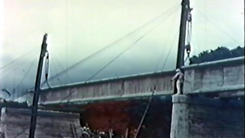 榮工處專業化的橋樑工程隊橋樑預力梁工法施工中按順序(施工前的擺放順序)吊放預力梁