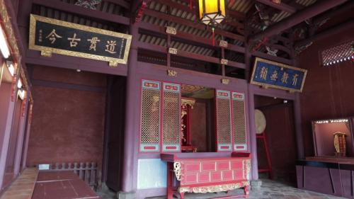 安平港:臺南孔子廟建於鄭經時期1665年,為臺灣最早的文廟。清領初期是全臺童生唯一入學之所,因此稱「全臺首學」。匾額為「道貫古今」「有教無類」