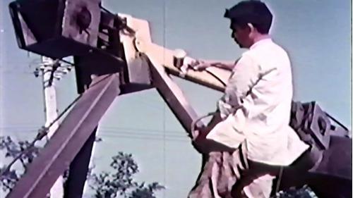 榮工處重機械廠:維修好的工程車噴漆