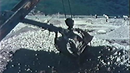 榮工處砂石廠:以機械及人工搭配採集砂石
