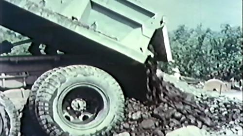 榮工處砂石廠:砂石車卸載