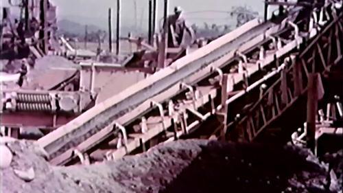 榮工處砂石廠:碎石機作業