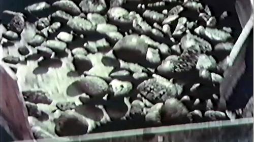 榮工處砂石廠:砂石進入碎石機