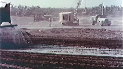 榮工處承建屏東機場擴建工程:使用重機械施工