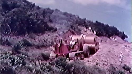 榮工處承建的北基二路工程:重機械作業