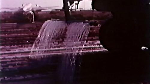 榮工處承建的北基二路工程:灑水車作業