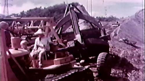榮工處承建的北基二路工程:機械化作業