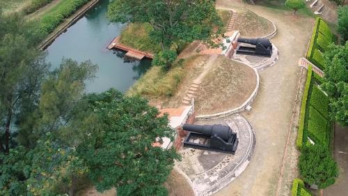 安平港:「億載金城」設有五門18噸的阿姆斯特朗大砲  射程5,000公尺