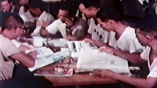 早期榮工的休閒活動之一閱讀書報