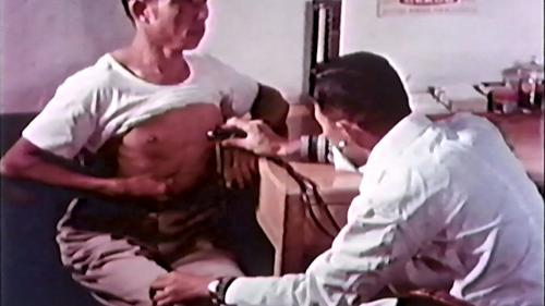 早期榮工在工區醫務室接受免費治療