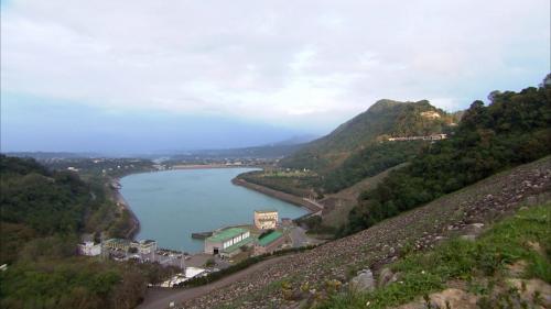 石門電廠俯瞰(石門水庫下游溢洪道左側)