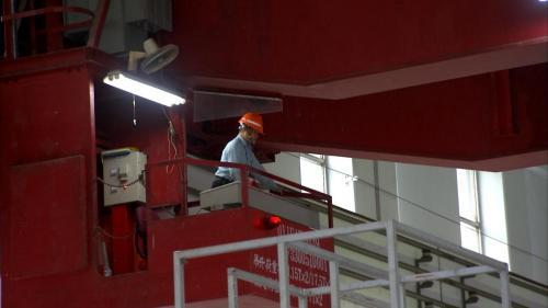 石門電廠發電機組檢修完畢回裝中(吊車操作)