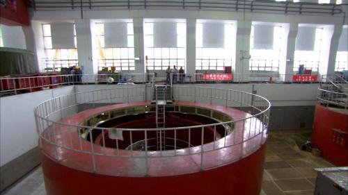 石門電廠發電機組檢修完畢回裝中