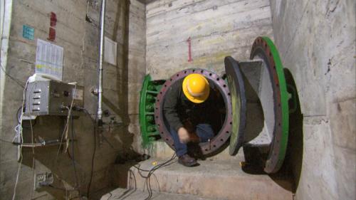 石門電廠發電機組入口