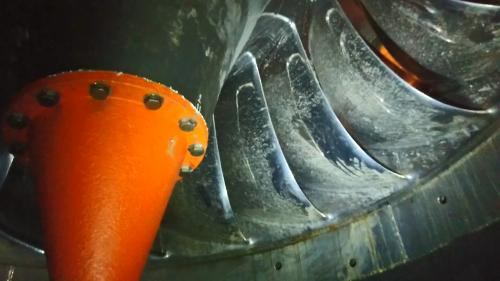石門電廠水輪機內部