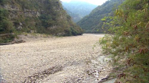 石門水庫上游榮華壩壩頂附近之大漢溪