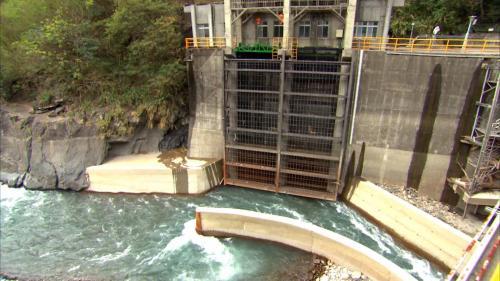 石門水庫上游的義興電廠進水口