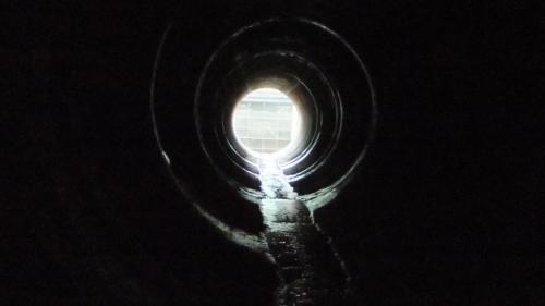 石門水庫上游的義興電廠引水隧道內部