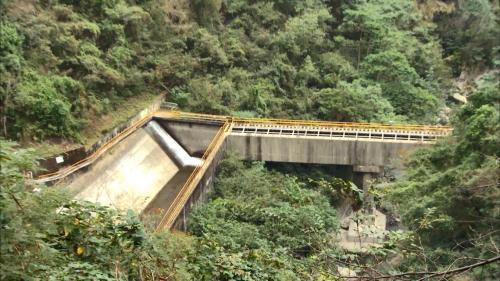 石門水庫上游的義興電廠引水隧道開渠(水路橋)及沈砂池