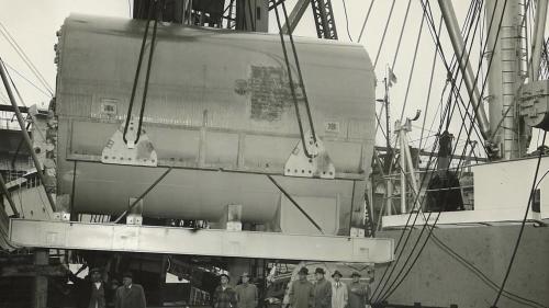 電廠西南側即為高雄港,許多機組零件也能以海運方式送。