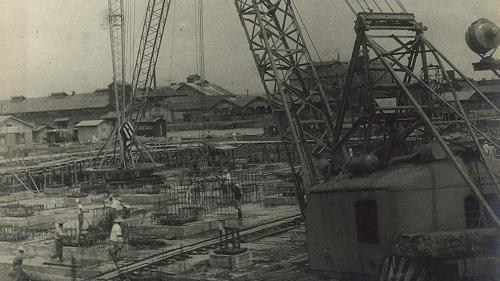 1953年底,兩部燃煤汽力機組的廠房開始動工。