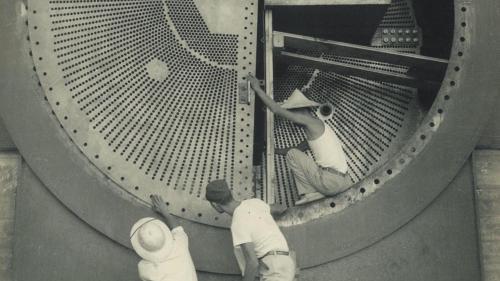 南部火力電廠汽輪機冷凝器安裝