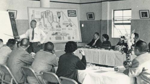 1955年,「南部火力發電所」組織成立,首任廠長由李式中先生擔任。