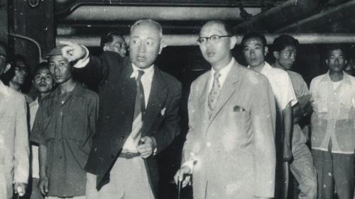 南部火力電廠首任廠長李式中先生與省主席嚴家淦