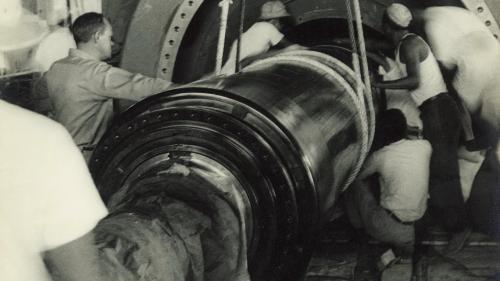南部火力電廠發電機轉子安裝