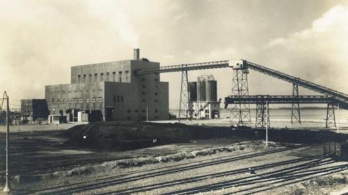 南部火力電廠運轉中的汽力一號及汽力二號機