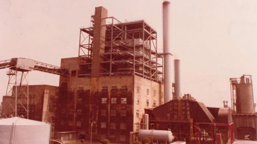 1961年,南部火力電廠汽力三號機組動工,1963年併聯發電。