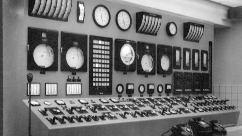 南部火力電廠舊機組控制室