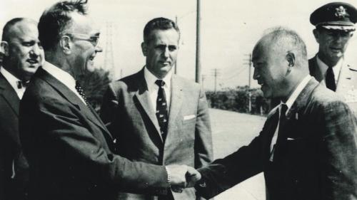 南部火力電廠建成後美國國務卿克魯斯蒞廠參觀