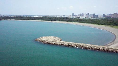 安平港:安平漁港南防波堤馬刺突堤