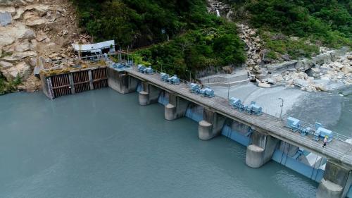 立霧溪流域立霧電廠水源之一的溪畔壩排洪閘門及制水門(立霧電廠取水口)